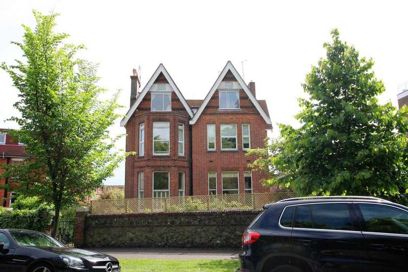 3 Bedrooms Flat for sale in Meads Road, Eastbourne, BN20 7ET