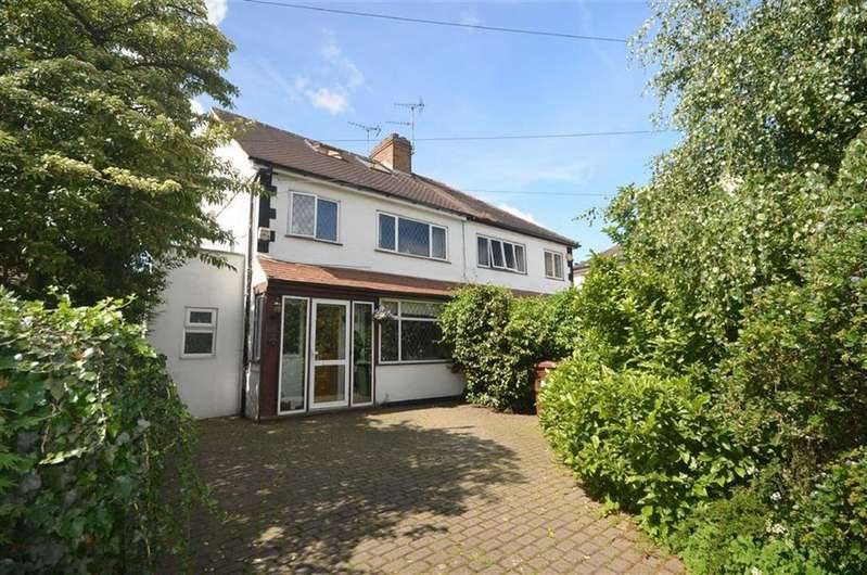 4 Bedrooms Semi Detached House for sale in Hilfield Lane, Watford