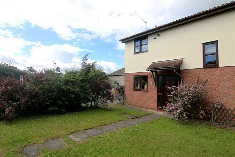 2 Bedrooms Semi Detached House for sale in Pipers Court, Hoole