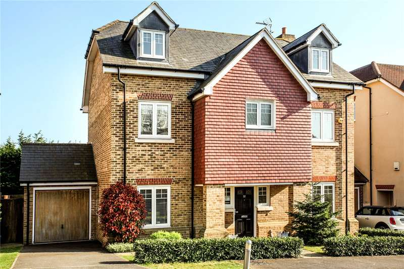 5 Bedrooms Detached House for sale in Halcyon Close, Oxshott, Surrey, KT22