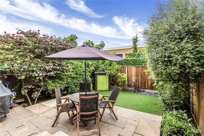 2 Bedrooms Flat for sale in Uplands Road, London, N8