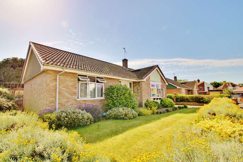 3 Bedrooms Detached Bungalow for sale in Carolyn Close, Woolston