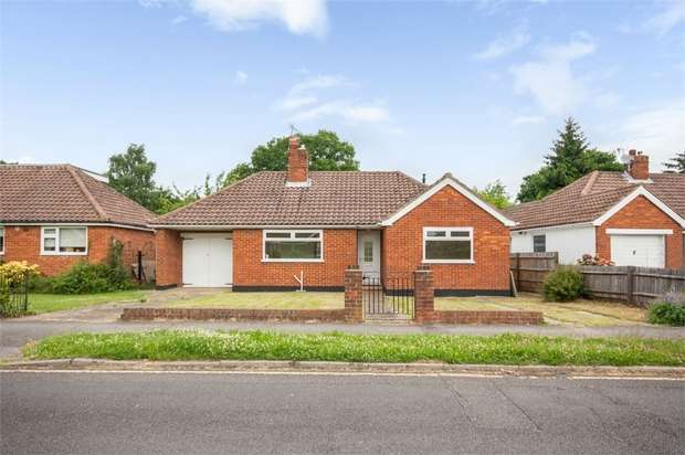 4 Bedrooms Detached Bungalow for sale in Cheyne Walk, Horley, Surrey