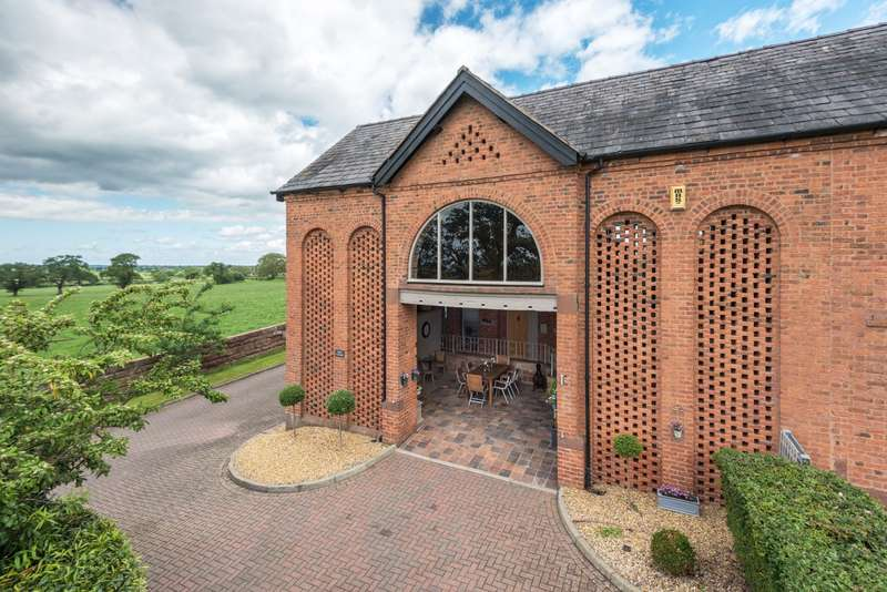 3 Bedrooms House for sale in 3 bedroom Barn Conversion Terraced in Broxton