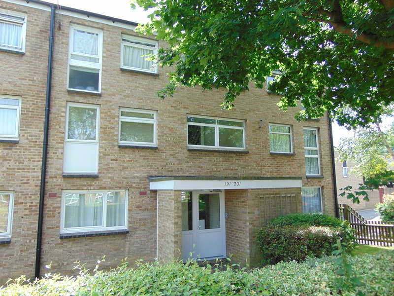 1 Bedroom Flat for sale in Friarswood, Pixton Way, Forestdale, CR0 9JN