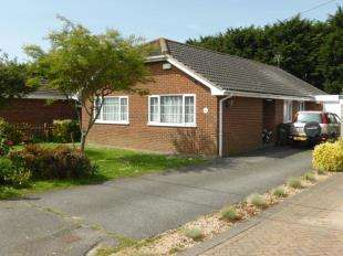 3 Bedrooms Bungalow for sale in Dunstall Gardens, St. Marys Bay, Romney Marsh