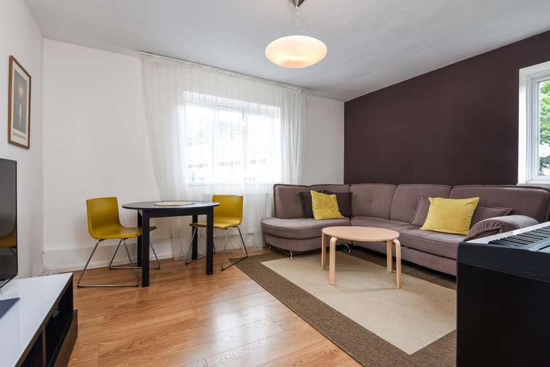2 Bedrooms Flat for sale in Maitland Close Greenwich High Road SE10