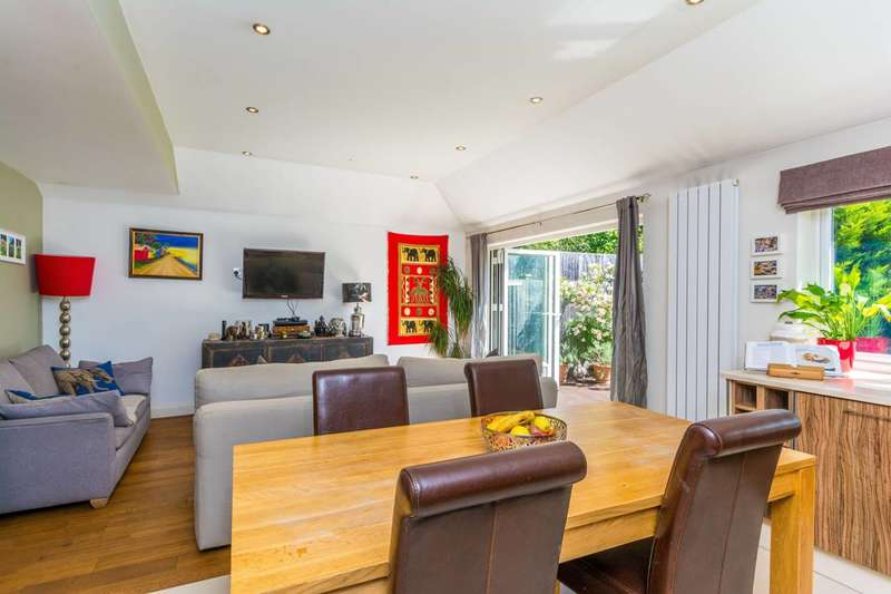 2 Bedrooms Flat for sale in Heathfield Road, Acton, W3