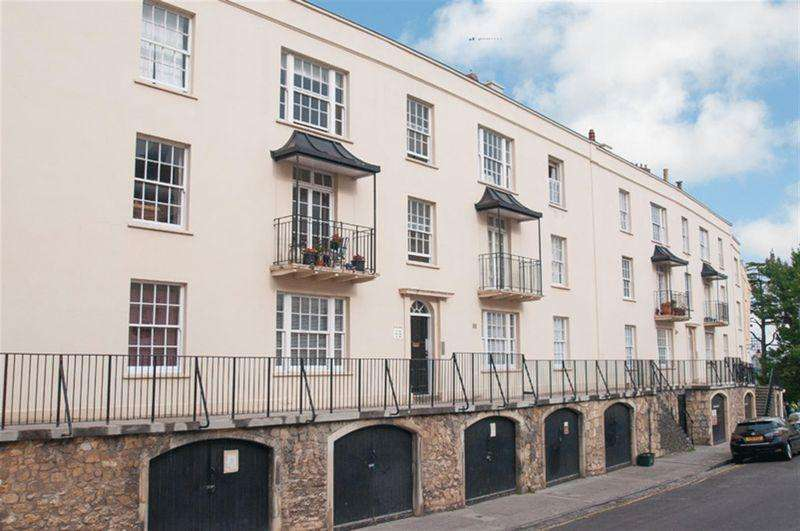 2 Bedrooms Flat for rent in Wellington Terrace, Clifton Village