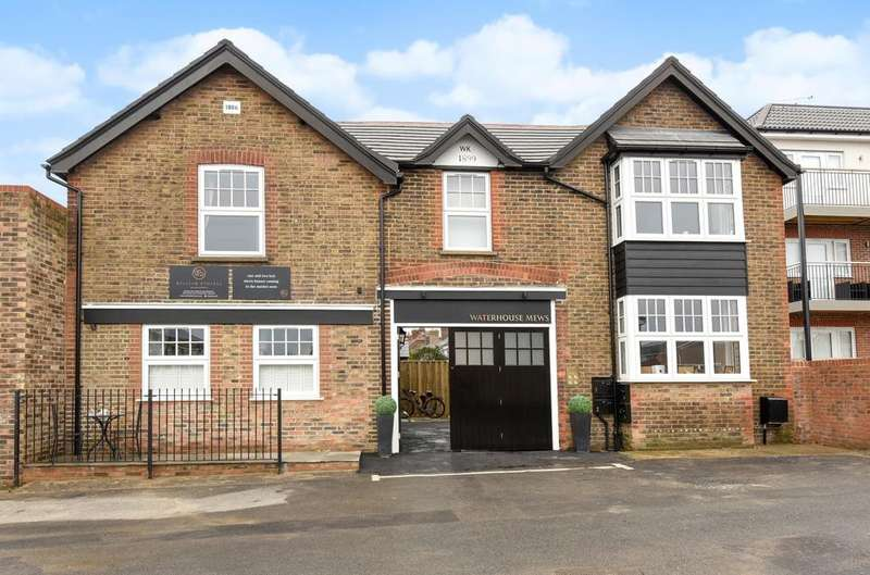 2 Bedrooms Semi Detached House for sale in Waterhouse Mews, Park Terrace East, Horsham, RH13