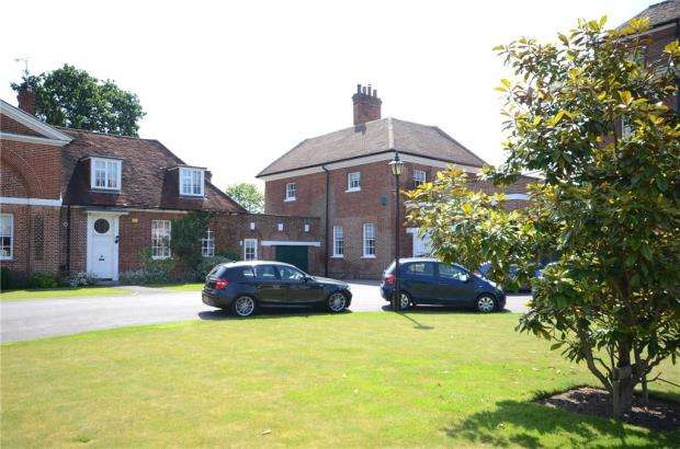 3 Bedrooms Detached House for sale in Calcot Court, Calcot, Reading