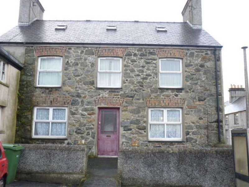 5 Bedrooms Semi Detached House for sale in The Square, Llanerchymedd