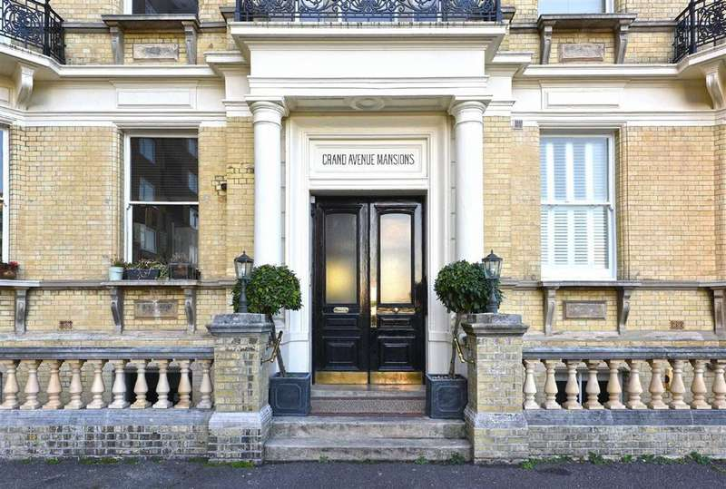2 Bedrooms Flat for sale in Grand Avenue Mansions, Hove, East Sussex