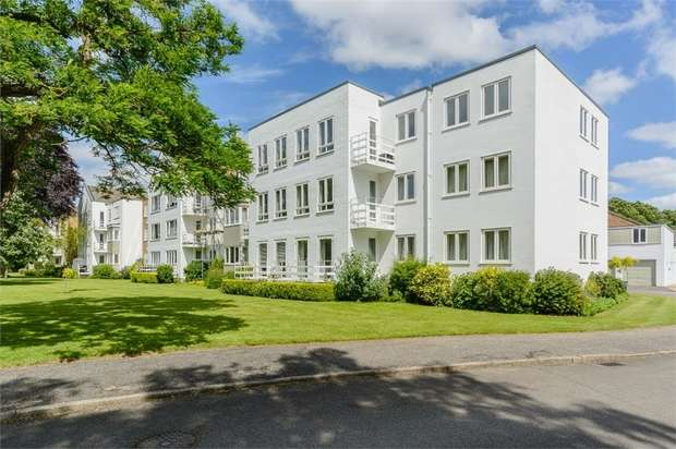 3 Bedrooms Flat for sale in Braybank, Bray, Maidenhead, Berkshire
