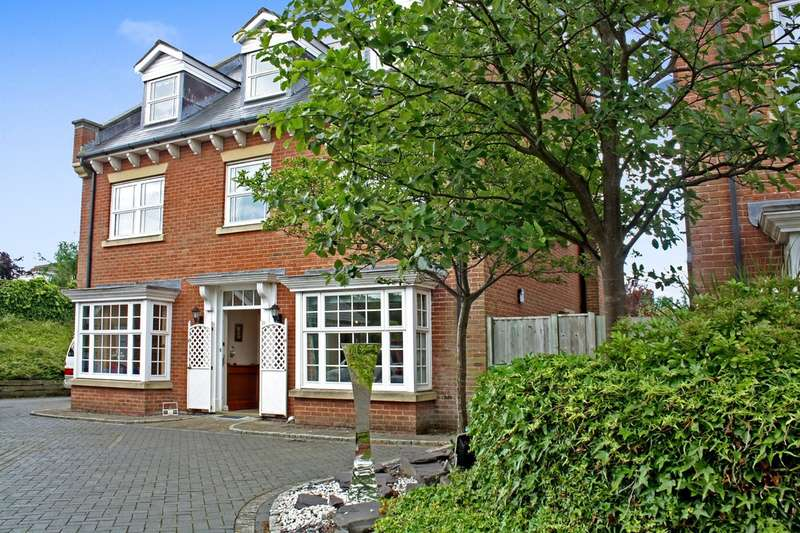 5 Bedrooms Detached House for sale in Kingswood Park, Birkdale, Southport