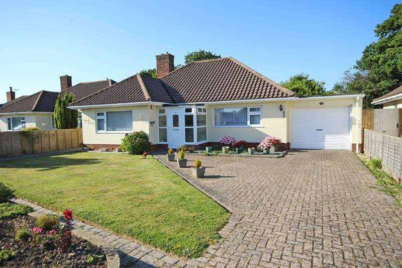 2 Bedrooms Detached Bungalow for sale in Crossmead Avenue, New Milton