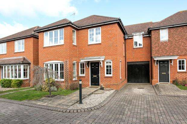 4 Bedrooms Link Detached House for sale in Peasmarsh, Guildford, Surrey