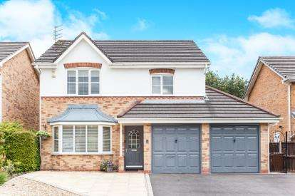 4 Bedrooms Detached House for sale in Brambling Way, Lowton, Warrington, Cheshire