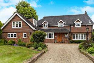 5 Bedrooms Detached House for sale in Tydcombe Road, Warlingham, Surrey, .