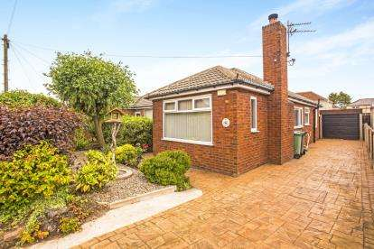 2 Bedrooms Bungalow for sale in Glenmore Avenue, Thornton-Cleveleys, Lancashire, FY5