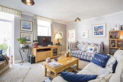 3 Bedrooms Semi Detached House for sale in Ferndale Road, Teignmouth