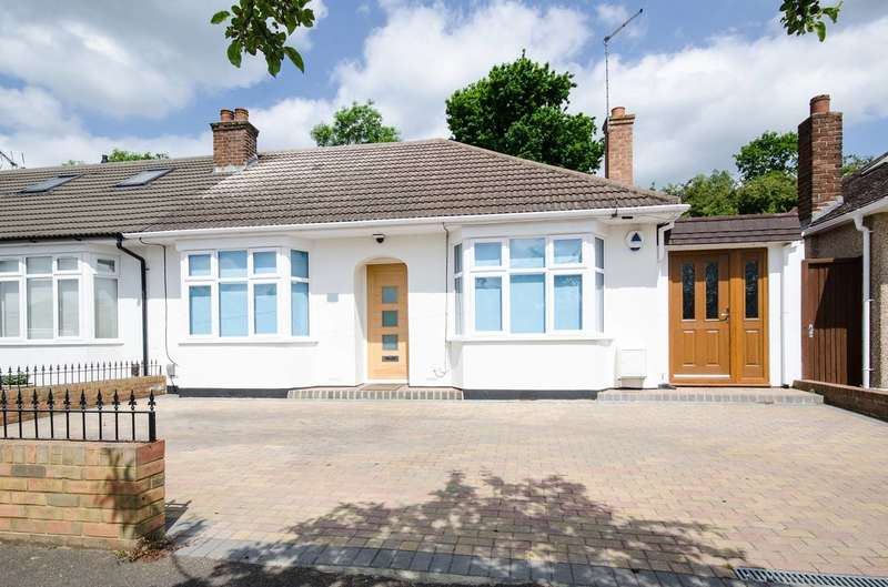 3 Bedrooms Bungalow for sale in Willow Grove, Ruislip, HA4