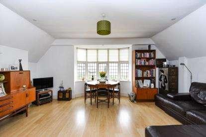 2 Bedrooms Flat for sale in Kent Road, West Wickham