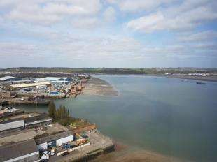 1 Bedroom Flat for sale in West Tower, The Peninsula, Victory Pier, Gillingham, Kent