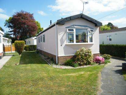 2 Bedrooms Mobile Home for sale in Forest Road Park, Forest Road, Oakmere, Northwich