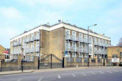 2 Bedrooms Flat for sale in Forest Lane, London, England