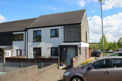 2 Bedrooms Flat for sale in Lochlea Road, Cumbernauld