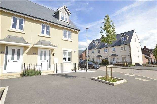 3 Bedrooms Semi Detached House for sale in Huntlowe Close, Bishops Cleeve, GL52 8FD