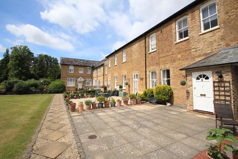 2 Bedrooms Terraced House for sale in Courtyard Mews, Chapmore End, Ware, Herts, SG12 0PW