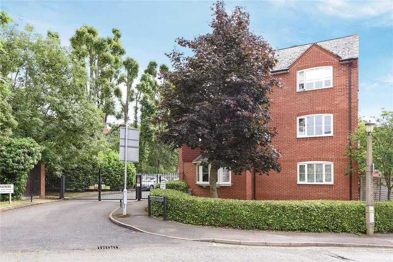 2 Bedrooms Apartment Flat for sale in Mallard Court, Swan Close, Rickmansworth, Hertfordshire, WD3