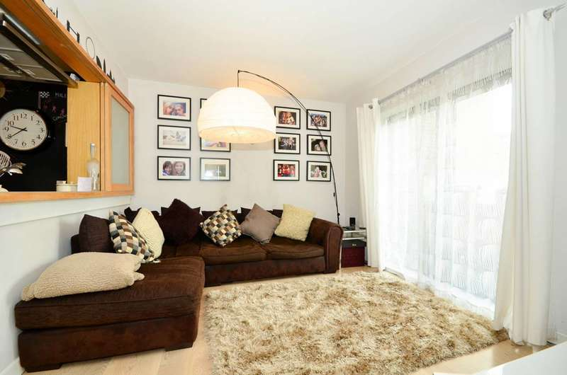 1 Bedroom Flat for sale in Hutchings Wharf, Canary Wharf, E14
