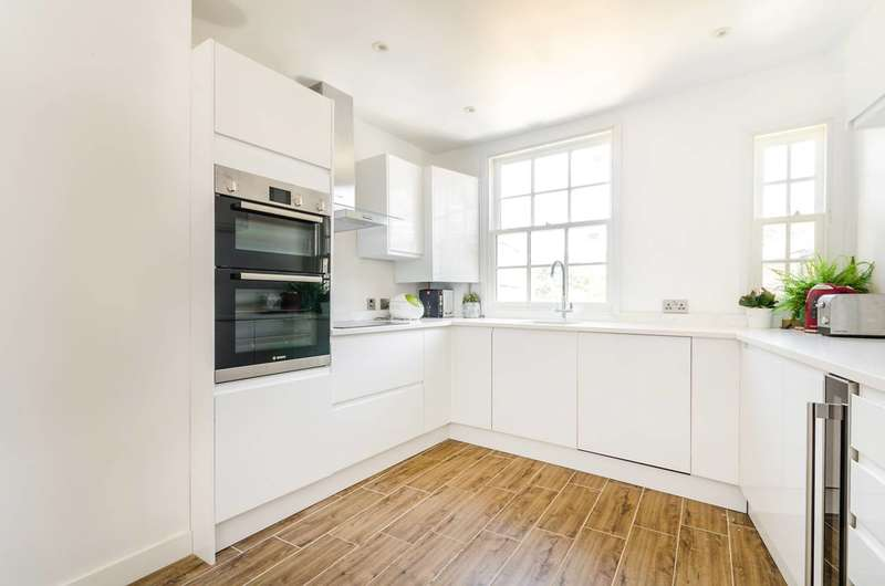 3 Bedrooms Maisonette Flat for sale in Upper Richmond Road, Putney, SW15