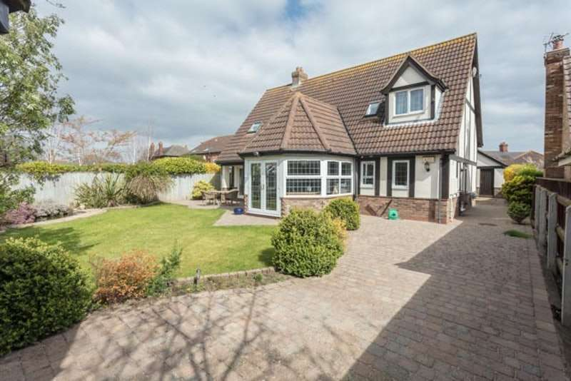 4 Bedrooms Detached House for sale in Todds Close, Tetney, Lincolnshire, DN36