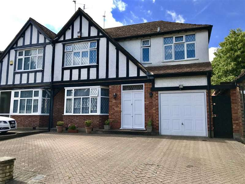 4 Bedrooms Semi Detached House for sale in Pangbourne Drive, Stanmore