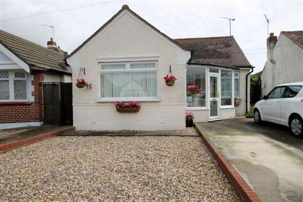 2 Bedrooms Bungalow for sale in Norman Road, Holland on Sea