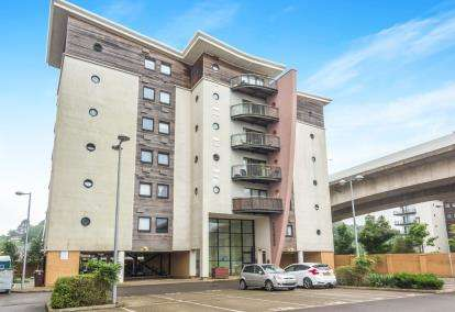1 Bedroom Flat for sale in Beatrix, Victoria Wharf, Watkiss Way, Cardiff