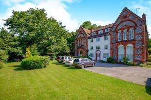 2 Bedrooms Flat for sale in Withdean Hall, The Approach, Brighton, East Sussex