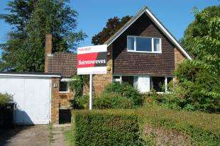 4 Bedrooms Bungalow for sale in Meadow Close, Purley, Surrey