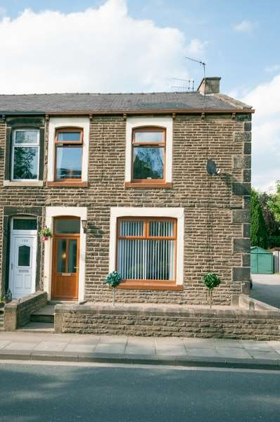 3 Bedrooms Semi Detached House for sale in Cotton Tree Lane, Colne, Lancashire, BB8