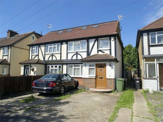 4 Bedrooms Semi Detached House for sale in Pams Way, Ewell Court