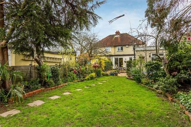 3 Bedrooms Semi Detached House for sale in Franklyn Road, WALTON-ON-THAMES, Surrey