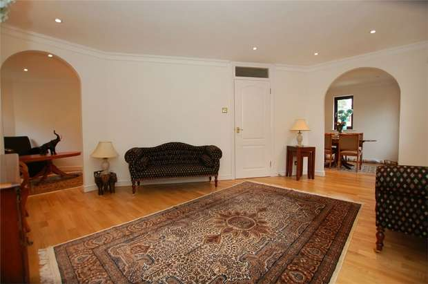 3 Bedrooms End Of Terrace House for sale in Albemarle Park, BECKENHAM, Kent