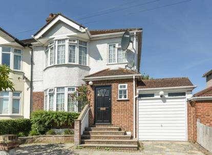 3 Bedrooms Semi Detached House for sale in Felhampton Road, London