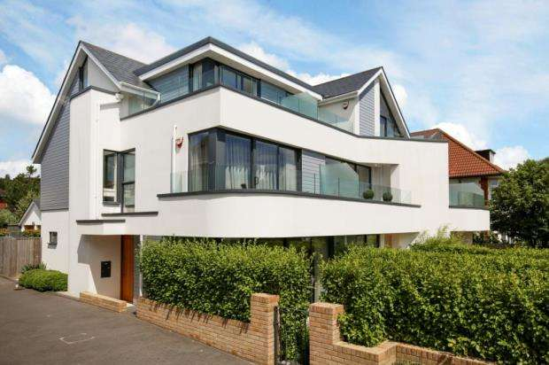 4 Bedrooms House for sale in Alum Chine, Bournemouth, Dorset, BH4