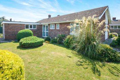 3 Bedrooms Bungalow for sale in Highfield Road, Saxilby, Lincoln, Lincolnshire