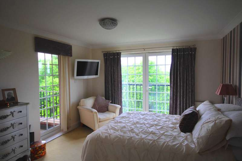 2 Bedrooms Apartment Flat for sale in Josephs Court, Kipling Close, Brentwood